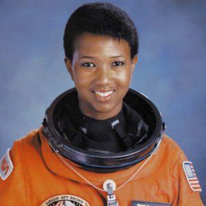 Mae Jemison, la primera mujer afroamericana en viajar al espacio